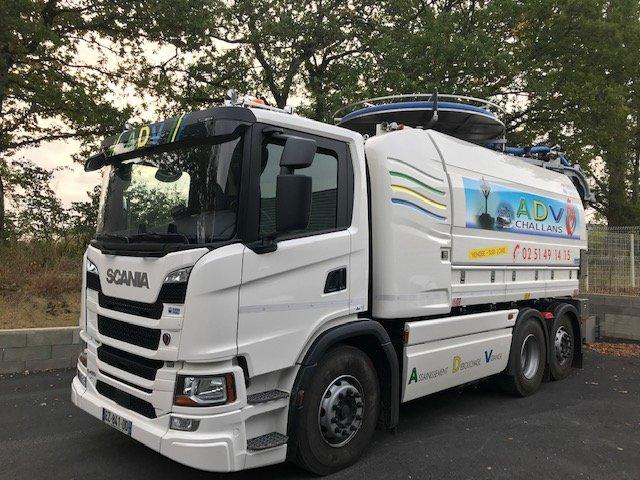 Camion de l'entreprise ADV à Challans 85